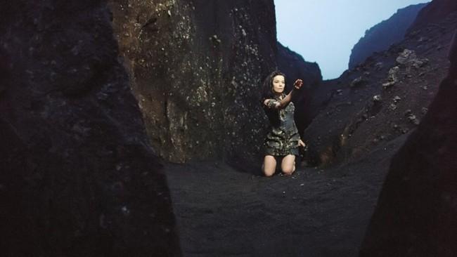 Video: Björk - Black Lake