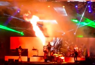 Rammstein stürmen mit Flammenwerfer ein Tool Konzert und fackeln Bühne ab