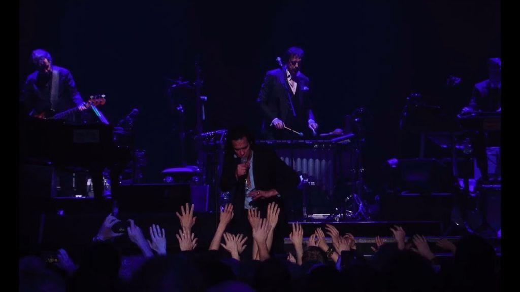 Nick Cave & The Bad Seeds bieten Fans ihren Konzertfilm Distant Sky - Live In Copenhagen jetzt als kostenloses Stream via YouTube an.